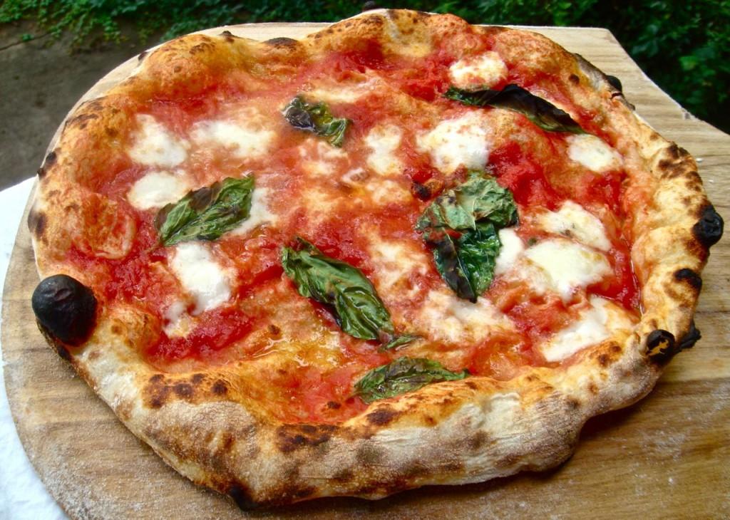 2009-neapolitan-style-pizza-pizza-margherita-2